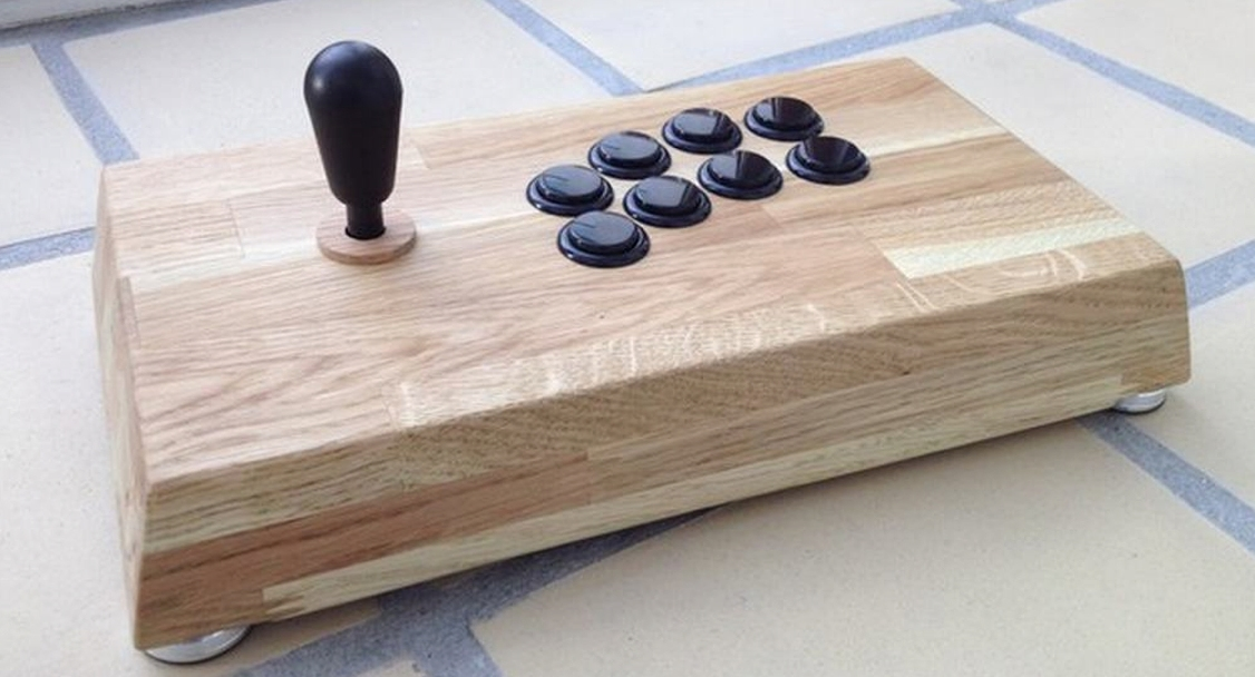 Woody Fight stick using an Akishop ps360+ PCB, Sanwa JLF joystick, 30 mm Seimitsu arcade buttons, 24 mm Sanwa arcade buttons and an oak wood case
