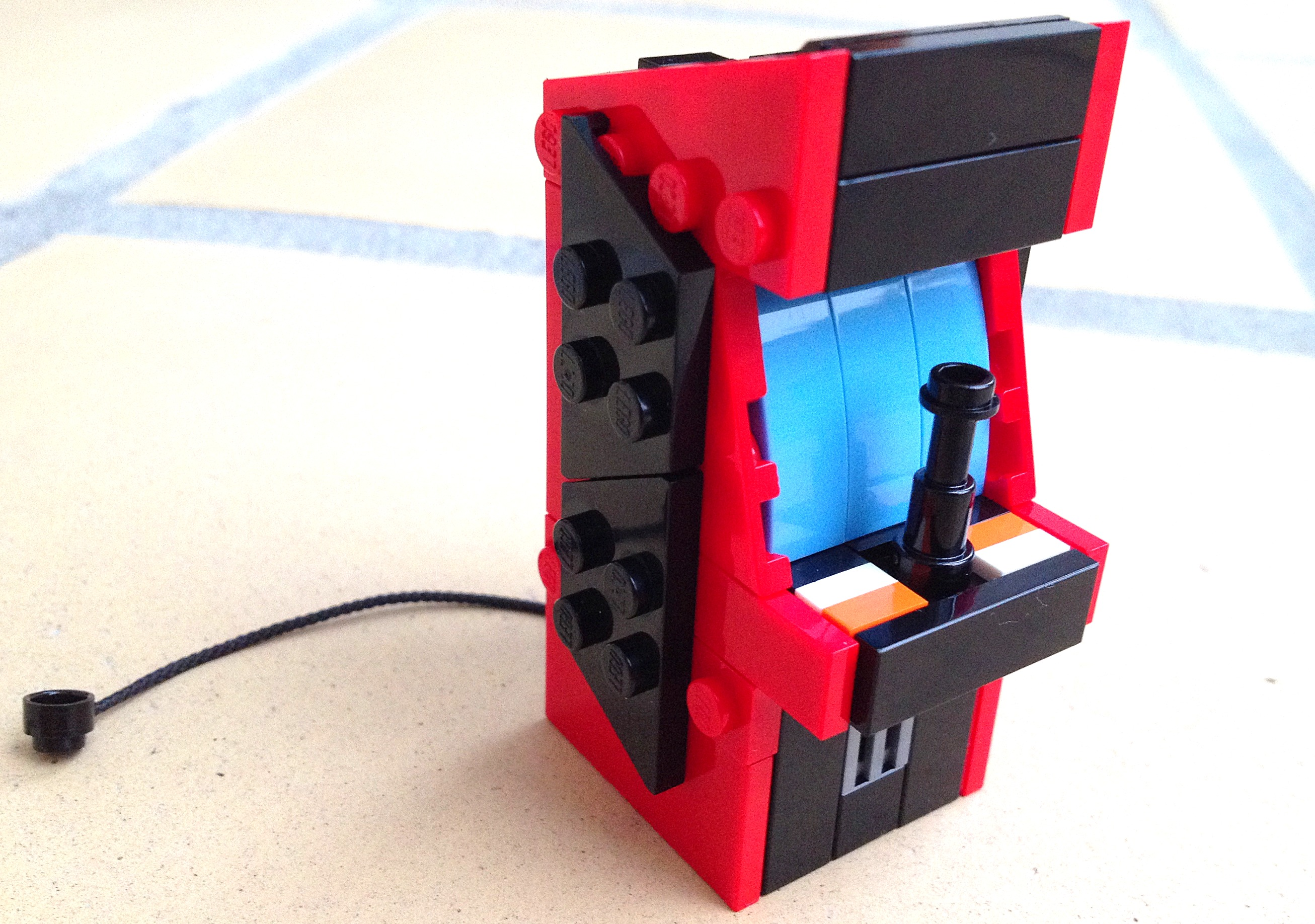 LEGO arcade machine made from LEGO bricks. Awesome office gadget