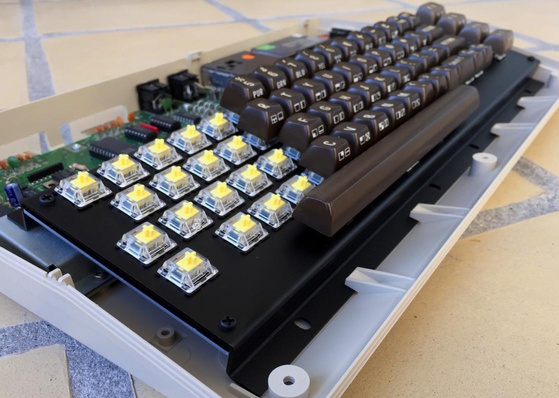 The MechBoard64. Cherry Locking switch. Mechanical keyboard. breadbox64.com