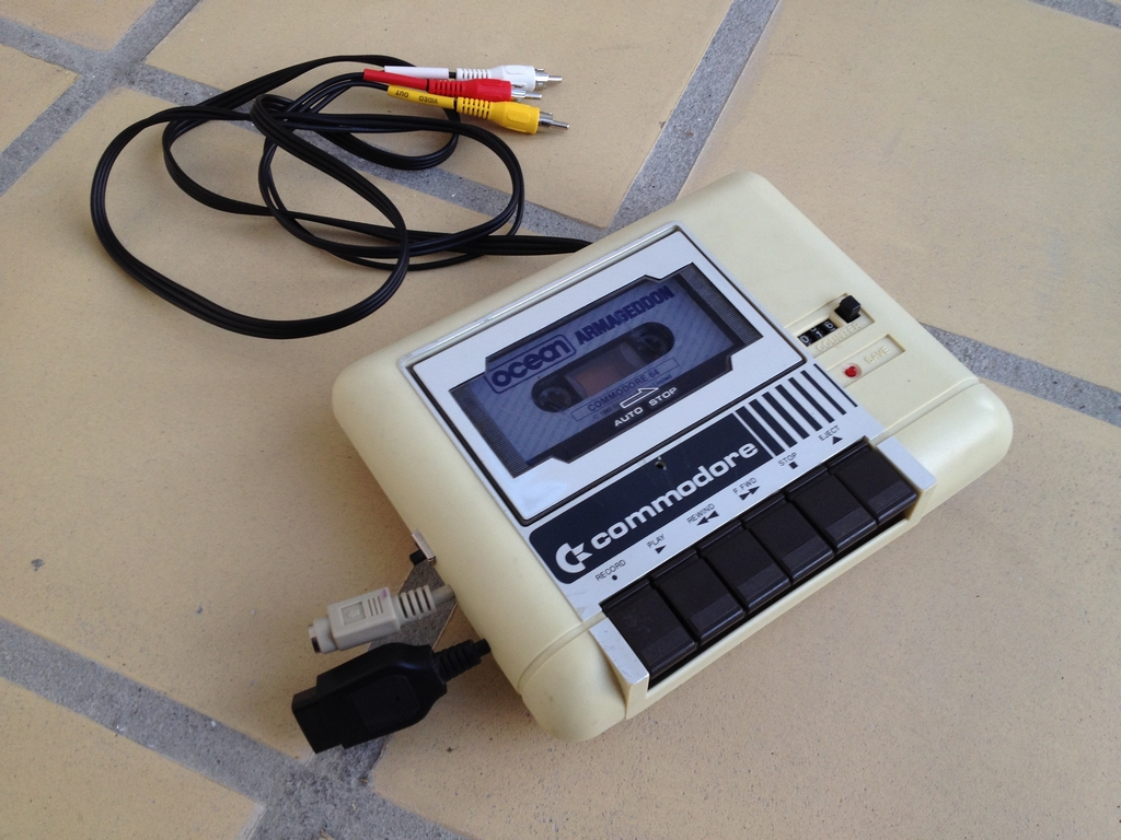 Commodore 64 direct-to-tv mod using a Commodore 1531 datasette as a case
