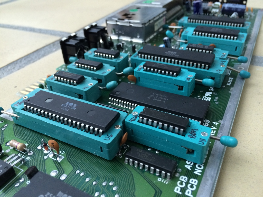 The Zif Socket Mod Commodorecircuitboardclockjpg Commodore 64 Zero Insertion Force C64 Assy 250469 Board Modified